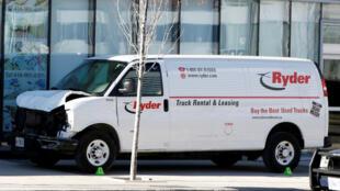 Imagen de la camioneta tipo Van que impactó a varias personas en la ciudad de Toronto. Abril 23 de 2018.