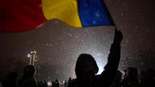 À Bucarest, des milliers de personnes sont dans la rue pour contester le gouvernement.