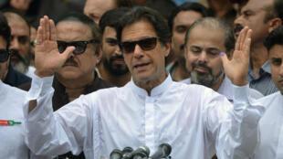 """بطل الكريكيت السابق وزعيم """"حركة الإنصاف الباكستانية"""" عمران خان"""