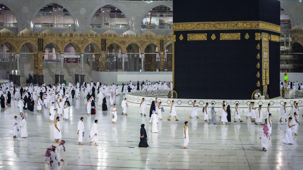 Saudi allows hajj pilgrimage for 60,000 vaccinated residents, bars foreigners again