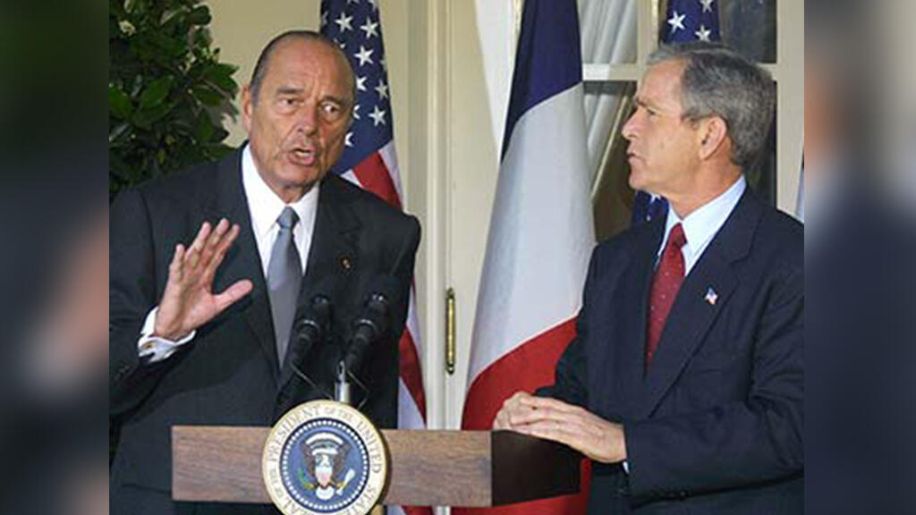 Chirac con el presidente de Estados Unidos, George W. Bush, el 6 de noviembre de 2001, en la Casa Blanca en Washington.