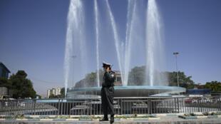 شرطي مرور في كابول في 18 حزيران/يونيو 2020