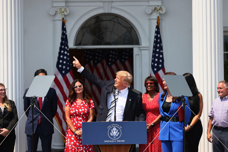 El expresidente estadounidense Donald Trump ofrece una conferencia de prensa en su club de golf de Bedminster, Nueva Jersey, el 7 de julio de 2021