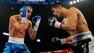 Maxim Vlasov (izquierda) en un combate ante Gilberto Ramirez en enero de 2015 en Broomfield, Colorado.