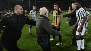 Le bouillant président du PAOK était toujours recherché lundi par la police.