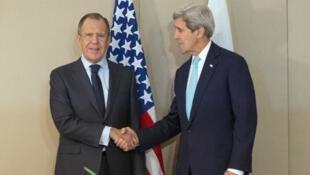 وزيري الخارجية الأمريكي جون كيري والروسي سيرغي لافروف بجنيف