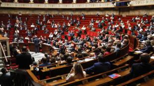 جلسة للجمعية الوطنية الفرنسية في باريس في 23 حزيران/يونيو 2020