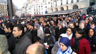 Une centaine de manifestants réunis à Paris pour dénoncer l'islamophobie, le 14 mars 2015.
