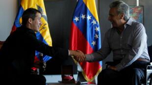 El proclamado presidente interino de Venezuela, Juan Guaidó y el presidente de Ecuador, Lenin Moreno