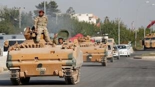 الجيش السوري في بلدة سيلينبار الحدودية التركية بمقاطعة سانليورفا، تركيا، 11 أكتوبر/ تشرين الأول 2019