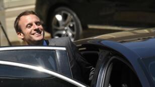 Le ministre de l'Économie, Emmanuel Macron, quitte le conseil des ministres le 31 juillet 2015.