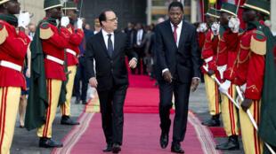 François Hollande reçu par le président béninois Thomas Boni Yayi le 2 juillet 2015.