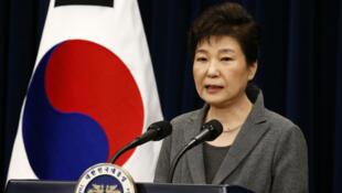 La présidente sud-coréenne, Park Geun-hye, est engluée dans un scandale de corruption impliquant son ancienne confidente.