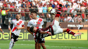 Flamengo's Giorgian de Arrascaeta shoots at goal with an overhead kick in the Copa Libertadores final against River Plate, November 23, 2019.