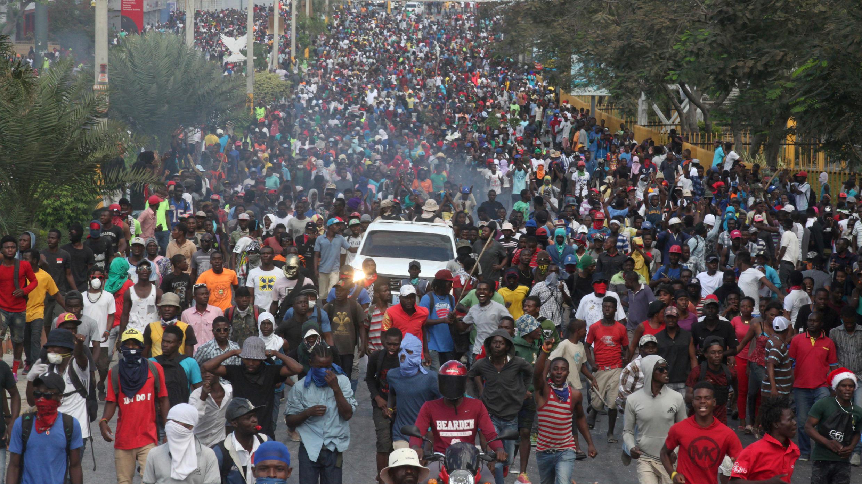 Los manifestantes en una protesta antigubernamental en Puerto Príncipe, Haití, el 12 de febrero de 2019.