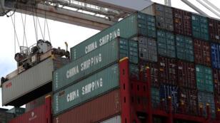 Les tarifs douaniers américains de 25 % sur 34 milliards d'importations chinoises frapperont 818 produits.