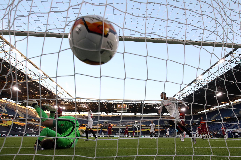 But de Séville lors du huitième de finale de l'UEFA Europa League entre le FC Seville et l'AS Roma à la MSV Arena, le 6 août 2020 à Duisbourg (Allemagne).