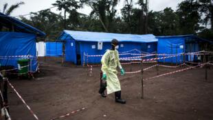 معسكرات علاج ضحايا فيروس إيبولا في جمهورية الكونغو الديمقراطية