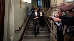 El primer ministro de Canadá, Justin Trudeau, llega a una reunión del Partido Liberal en Parliament Hill en Ottawa, Ontario, Canadá, 2 de abril de 2019.