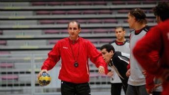 Le sélectionneur Alain Portes lors d'un entraînement avec l'équipe de Tunisie