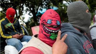 Seguidores de Daniel Ortega encapuchados en Diriamba, Nicaragua.