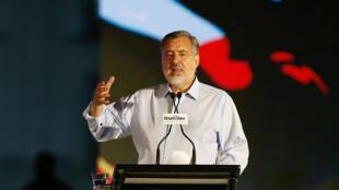 El candidato presidencial chileno, Alejandro Guillier, pronuncia un discurso durante su mitin de cierre de campaña en Santiago, Chile, el 14 de diciembre de 2017