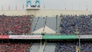 جانب من جمهور نادي الاستقلال في طهران في 12 شباط/فبراير 2017