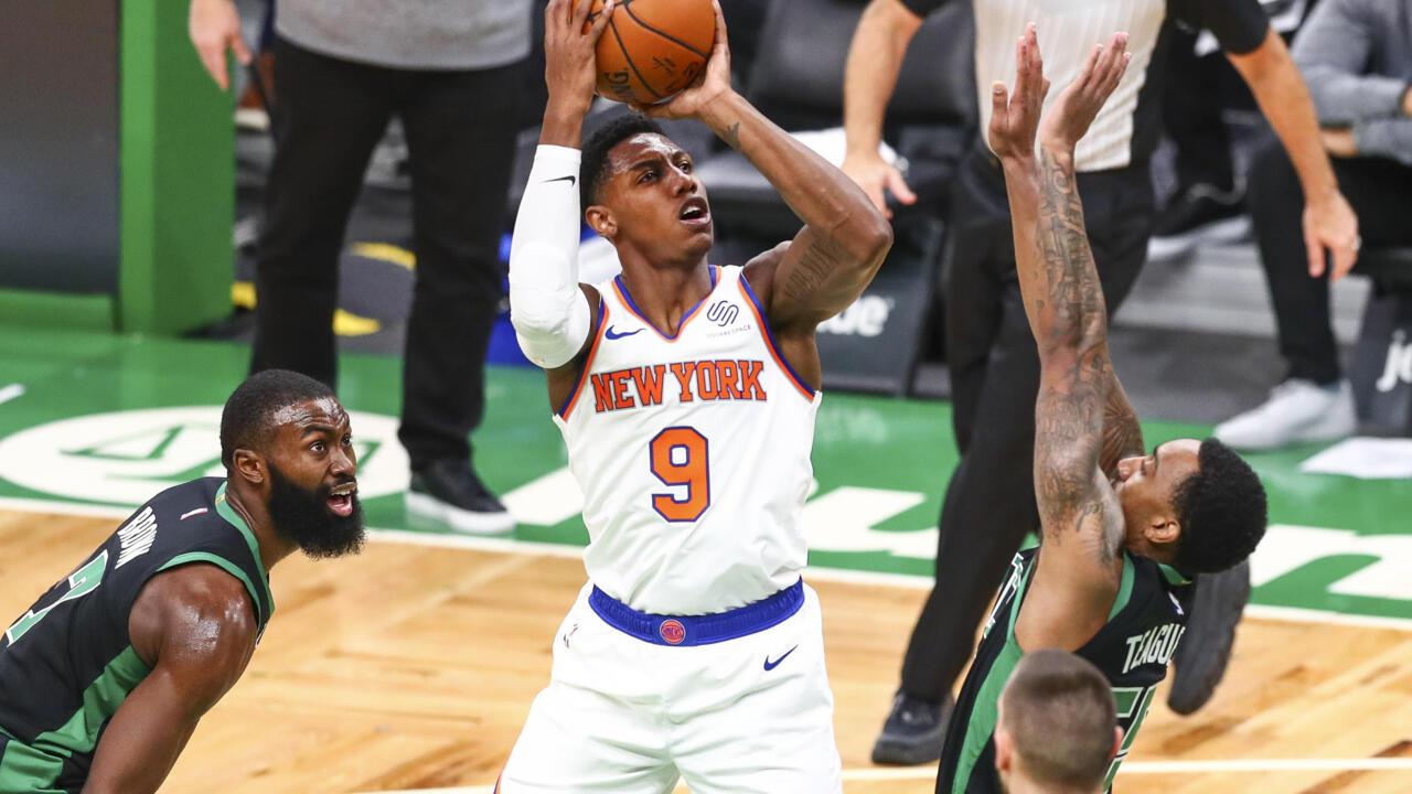 Knicks thump Celtics in Walker's NBA return
