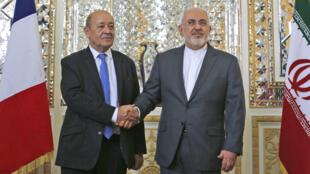 Le ministre français des Affaires étrangères, Jean-Yves Le Drian, et son homologue iranien, Mohammad Javad Zarif, le 5 mars 2018 à Téhéran.