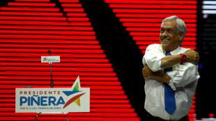 El candidato presidencial chileno Sebastian Pinera hace un gesto en su mitin de cierre de la campaña en Santiago, Chile, 14 de diciembre de 2017. Foto tomada el 14 de diciembre de 2017