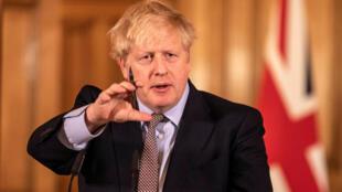 رئيس الوزراء البريطاني بوريس جونسون المصاب بفيروس كورونا.