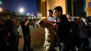 آلاف الموقوفين في تركيا بعد دحر الانقلاب العسكري