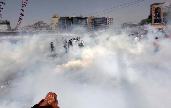 #OccupyGezi Police throw smoke bombs to disperse protesters