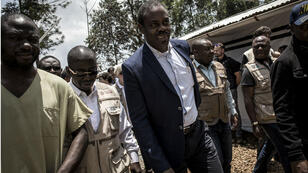 L'ex-ministre congolais de la Santé Oly Ilunga, alors en poste, visite un centre de traitement d'Ebola à Butembo, en mars2019.