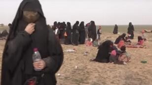 La esposa de un yihadista francés entrevistada por France 24 en una prisión kurda.