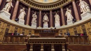 Les grands électeurs vont choisir dimanche 172 sénateurs, un renouvellement de la moitié de la chambre haute