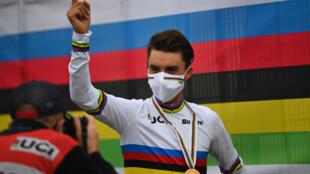 Julian Alaphilippe en or aux Championnats du monde de cyclisme sur route, à Imola, le 27 septembre 2020