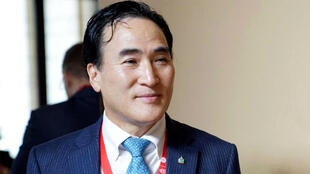El surcoreano Kim Jong Yang, presidente electo de la Interpol, durante la Asamblea General de la organización de Policía internacional que se cumplió en Dubái (Emiratos Árabes Unidos) el 21 de noviembre de 2018.
