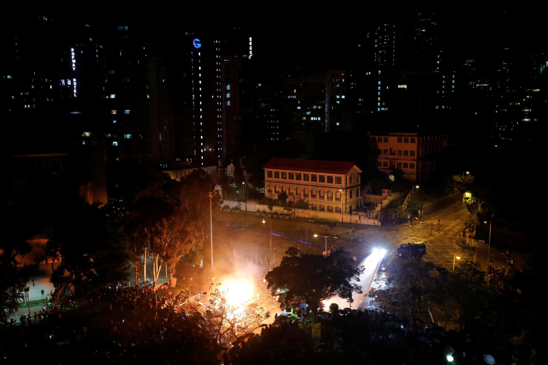 صورة لجامعة هونغ كونغ للفنون التطبيقية التي تحصن بها المحتجون، الصين في 17 نوفمبر 2019.