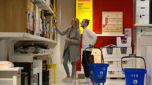 Pour sa nouvelle campagne, Ikea a voulu jouer sur les situations sociales (famille, amis, proches) que nous connaissons tous.