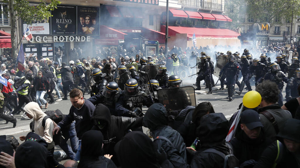 Its Not Just Demonstrators Saying >> As It Happened Clashes Break Out At May Day Protests In Paris