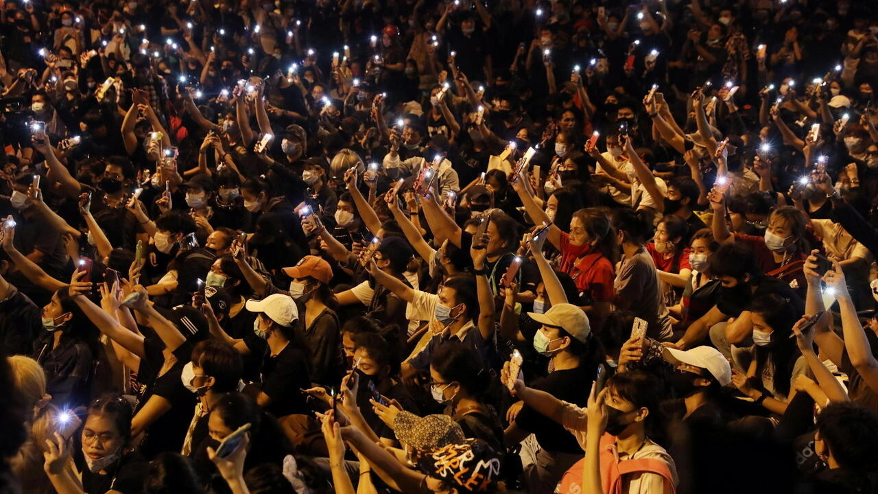 Tens of thousands rally in Bangkok, defying government crackdown