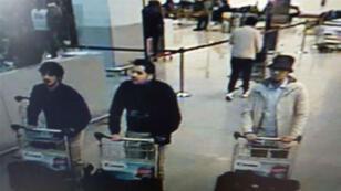 الشرطة البلجيكية نشرت صورة لرجل يشتبه بضلوعه في تفجيرات مطار بروكسل.