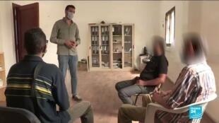 """Les malades du sida s'indignent d'une société libyenne où ils """"n'ont aucun droit, ni au travail ni aux médicaments"""". Ici, un groupe d'entre-aide."""