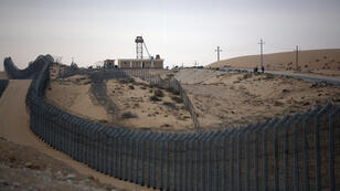 Menahem Kahana, AFP / A border post in the Egyptian Sinai, as seen from the Israeli side.