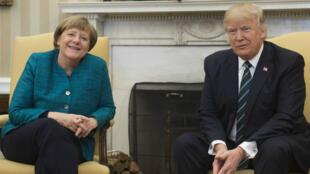 Imagen de archivo. El presidente de EE. UU., Donald Trump, y la canciller alemana, Angela Merkel, se reúnen en la Oficina Oval de la Casa Blanca en Washington, Estados Unidos, el 17 de marzo de 2017.