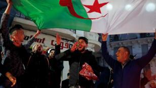Scène de liesse à Alger, lundi 11 mars, après l'annonce d'Abdelaziz Bouteflika de ne pas se présenter pour un cinquième mandat.