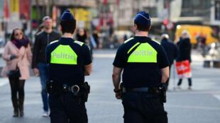 Des policiers belges patrouillent à Anvers, le 23 mars 2017, après une opération antiterroriste.