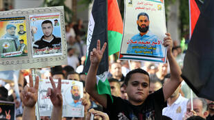 Des manifestants défilent en soutien aux détenus palestiniens et notamment à Mohammed Allan, à Hébron, en Cisjordanie, le 17 août 2015.