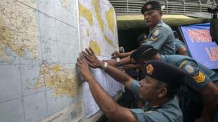 """البحث عن الطائرة التابعة لشركة """"إير آسيا"""" الماليزية المفقودة"""